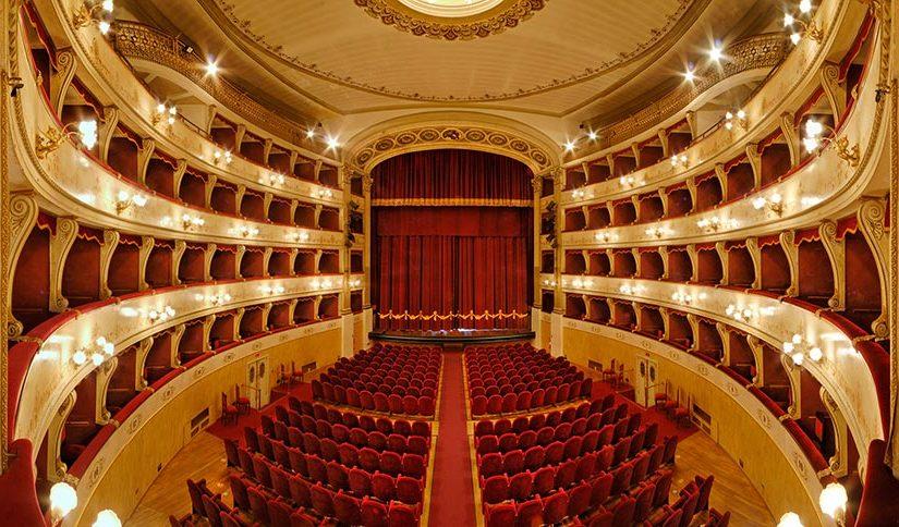 (143) Teatro